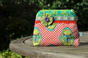 pretty handmade make-up bag with FLORAFOX... available at my dawanda.  #luziapimpinella #fabric