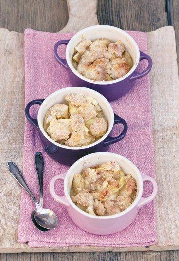 Apfel-Crumble mit Zimt und Zucker. Rezept für Dessert auf www.gofeminin.de/kochen-backen/annik-wecker-goettliche-desserts-blitzrezepte-d45416c532008.html