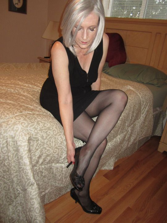 Mature wowen in stockings pantyhose