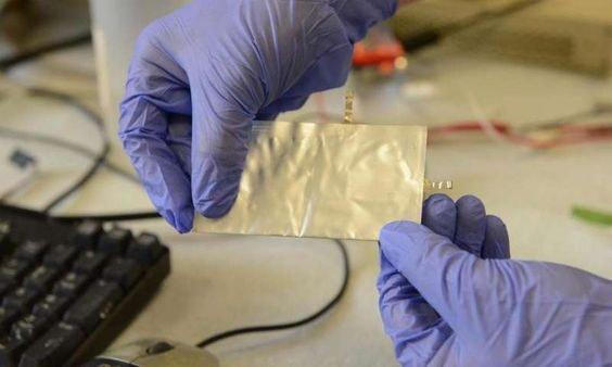 This Aluminum Graphite Battery Could Charge Your Smartphone In 60 Seconds Stanford researchers are developing an aluminum graphite battery for smartphones that is non-combustible, charges your phone within one minute, and can last up to 7500 charging cycles without losing capacity.