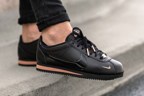 aeronave Saqueo restaurante  Nike's Double-Swoosh Cortez Arrives in Black and