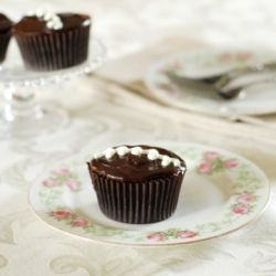 Unbelievable Hostess Cupcakes with step by step instructions