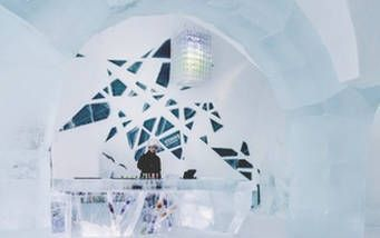 Theke in der ICEBAR © www.icehotel.comukICEBAR.jpg