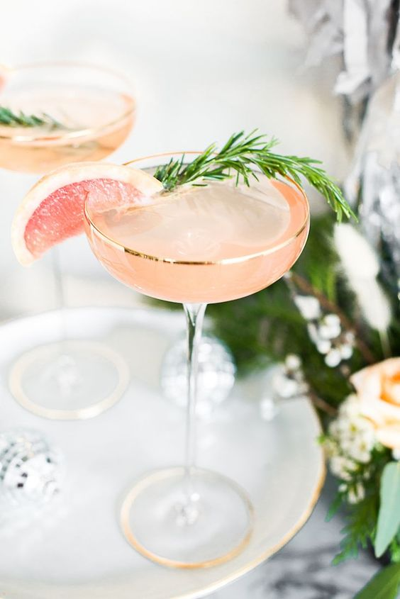 Grapefruit Rosemary Sparkler bubbly cocktail
