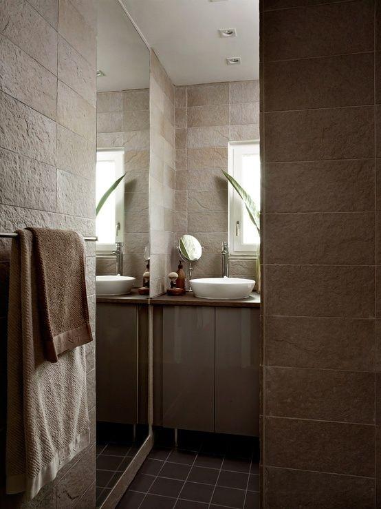 Los cuarto de baño, hoy día, pueden terminarse con una infinidad de materiales increíbles que hay en el mercado...  Aquí os traigo unos eje...