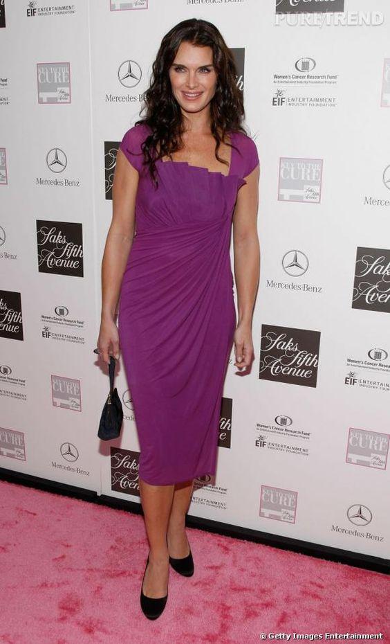 """2007 :  Brooke est radieuse dans cette robe magenta, taillée à la manière des robes des """" Desperate Housewives """"."""