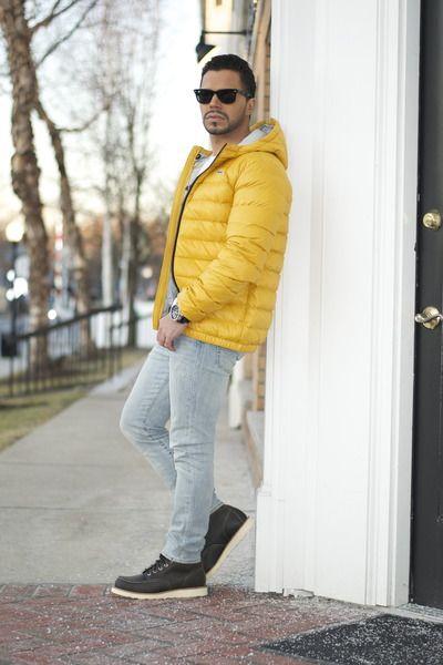 Màu vàng từng khá được ưa chuộng vào năm ngoái nhưng đến năm nay vẫn được khá nhiều chàng trai ưa thích sự nổi bật ưa thích bạn nên mix với những item có màu sắc đơn giản nhẹ nhàng để đạt được hiệu quả cao nhất với cách mix này nhé