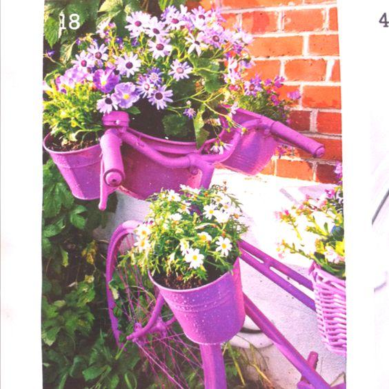 Pretty spring flowers on an old spray-painted bike (German mag leichter leben)