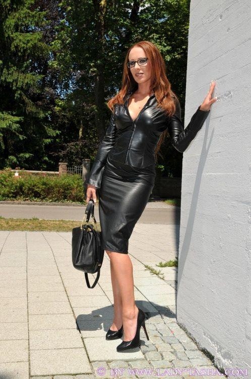 Pin von Medrev auf Lady Tasha   Leder, Lederbekleidung und