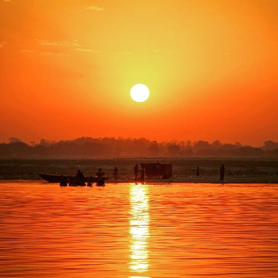 Amazing sunrise over the Ganges River, Varanasi, India. Read more at:   ••••••••••••••••••••••••••••••••••••••••• WorldlyNomads.com •••••••••••••••••••••••••••••••••••••••••