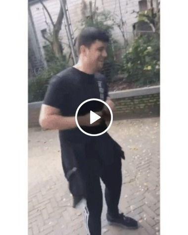 Homem ganha um parceiro de dança no zoológico