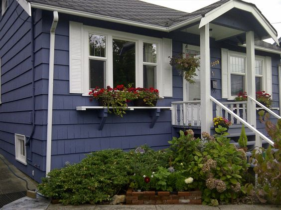 Exterior of a cute house in Fraser Valley, BC painted by WOW 1 DAY PAINTING goo.gl/33uo5