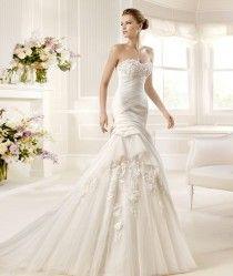 Pronovias La Sposa Wedding Dresses   Pronovias La Sposa Straples Islemeli Tul Uzeri Islemeli Gelinlik
