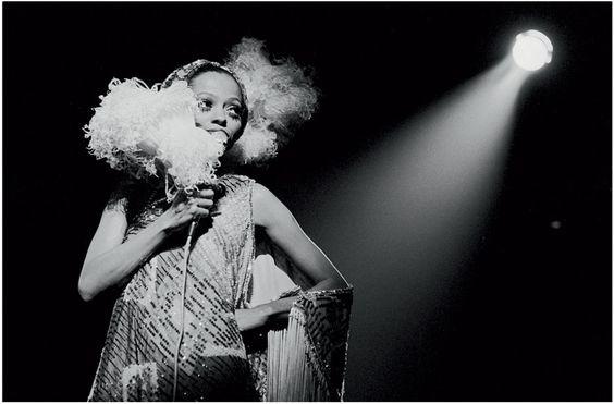 Donna Summer par Terry O Neill http://www.vogue.fr/photo/le-portfolio-de/diaporama/les-photos-de-terry-o-neill/12862/image/747253#!donna-summer-par-terry-o-neill