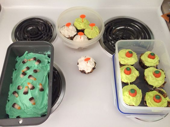 Halloween cake and cupcakes
