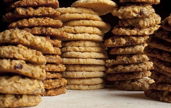 Para quem gosta de comida saudável, trazemos-lhes hoje a receita de uns deliciosos biscoitos de aveia. Você poderá servi-los na hora do lanche, ou comê-los no café da manhã. Anote o procedimento e ponha as mãos na massa!