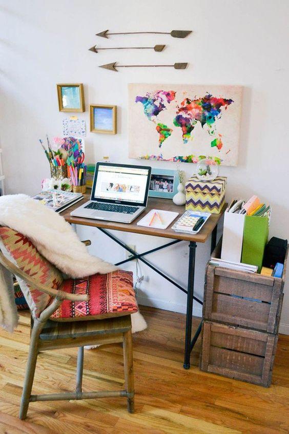 Quem trabalha em casa pode ficar de pijama o dia todo e ainda tem o privilégio de criar a decoração que desejar para inspirar seus dias.  Veja ideias.: