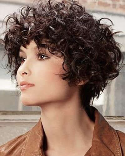 14 Amazing Wavy Hairstyles For Women In 2020 2021 In 2020 Curly Hair Trends Wavy Haircuts Curly Hair Women