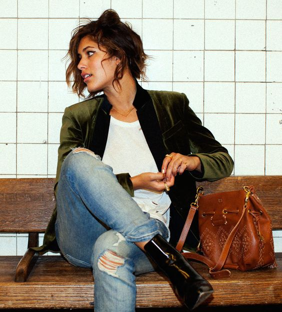 Green velvet blazer, skinny jeans, and brown leather bag.