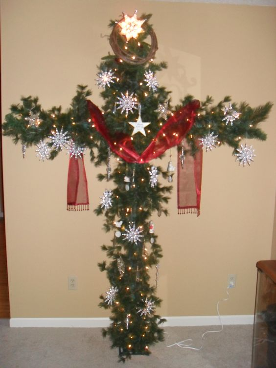 Pipes scarlet and snowflakes on pinterest for Cross decorations for home