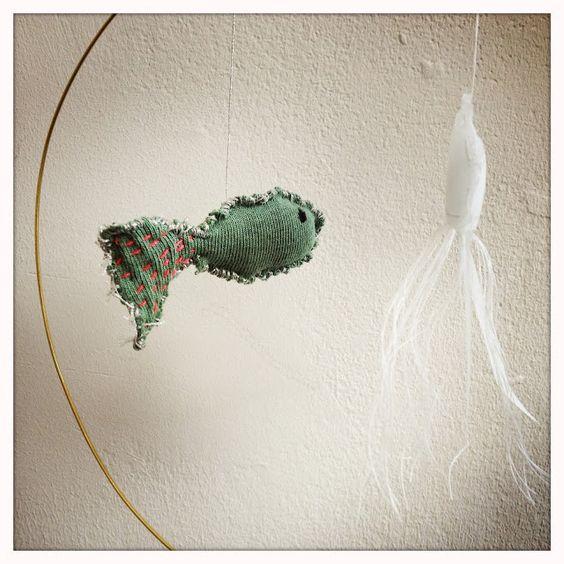 petites séries: hand made  mobile fil de laiton  un poisson une méduse