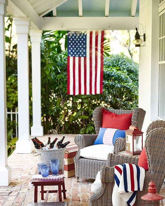 Anyone want to hang out here today?! Dreamy 🇺🇸 Memorial Day sales are live on the blog. 📷 HomeGoods