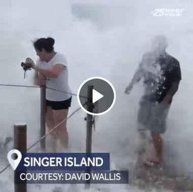 Homem foi pego de surpresa por uma grande onda