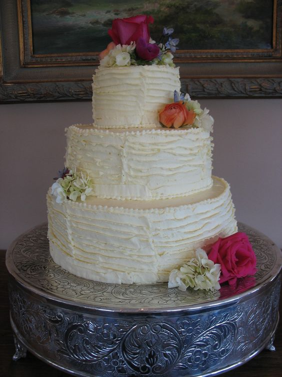 Rivers Ruffled wedding cakes and Alex oloughlin on Pinterest