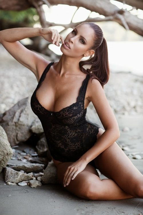 The explosive hot babe...