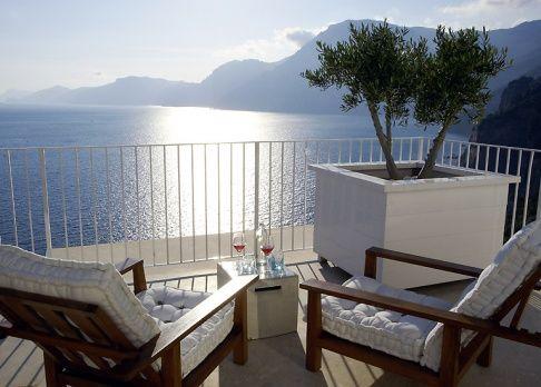 Mediterraner Balkon mit Olivenbaum