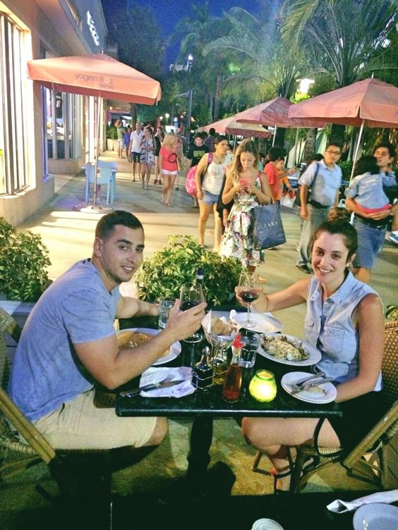 Eating Italian on Lincoln Road Mall