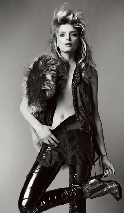 lily donaldson in vogue uk wearing lna noir leggings