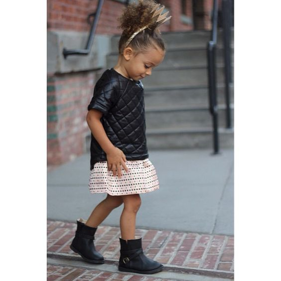 Many thanks to our new friends over at @kardashiankids and @khloekardashian @kourtneykardash for sending us this adorable skirt from their fall collection amazing quilted top from @omamimini (so worth checking out!)