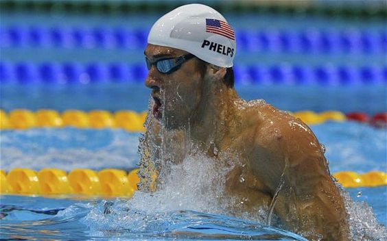 Michael Phelps comes close to elimination in 400m
