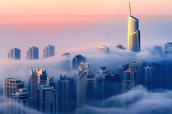 Dubaï la tête dans les nuages. Sebastien Opitz photographe allemand a immortalisé ce phénomène qui est juste magnifique