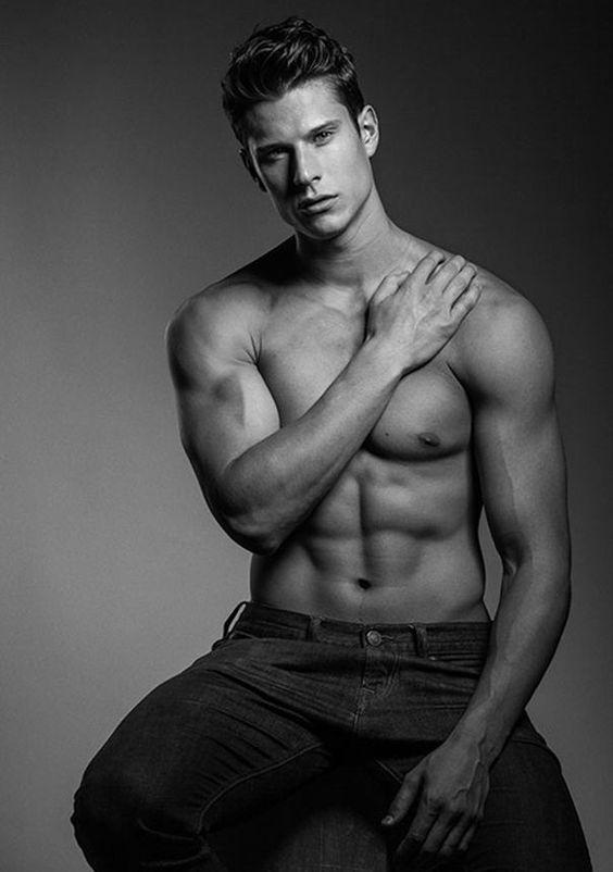 Eian Scully: The Erotic Beauty. Harol Baez Photos