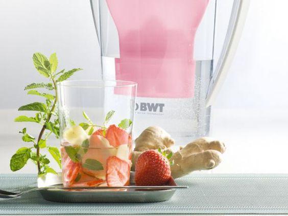 Erdbeer-Minze-Wasser ist ein Rezept mit frischen Zutaten aus der Kategorie Getränke. Probieren Sie dieses und weitere Rezepte von EAT SMARTER!