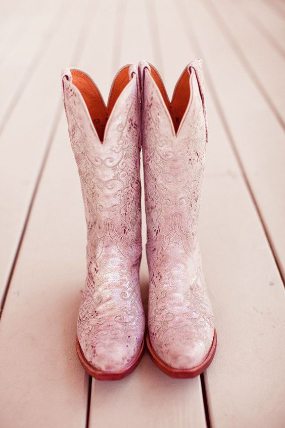 The bride described her style as cowgirl chic ;) Photography by halforangephotography.com