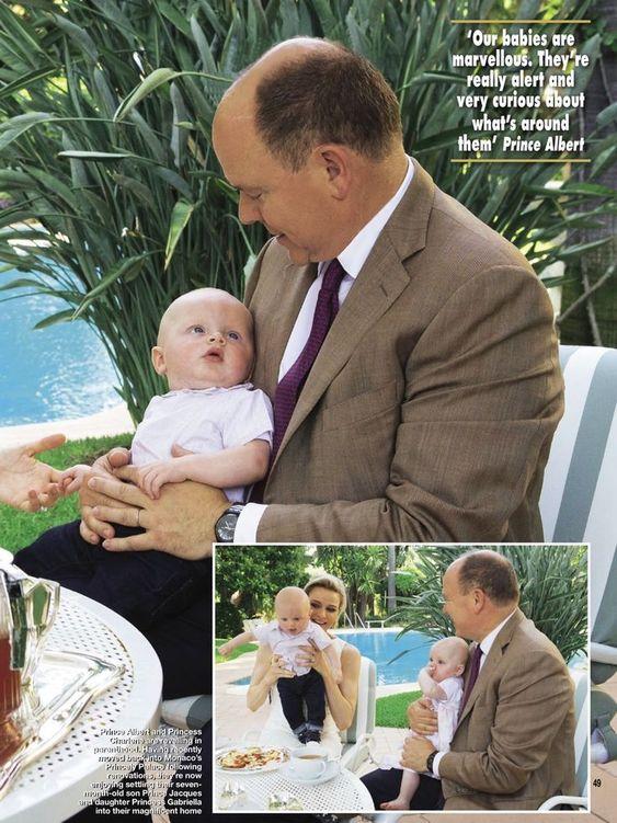 Le prince Albert et la princesse Charlene ont posé avec leurs jumeaux pour les médias en l'honneur des 10 ans de règne du prince Albert qui...
