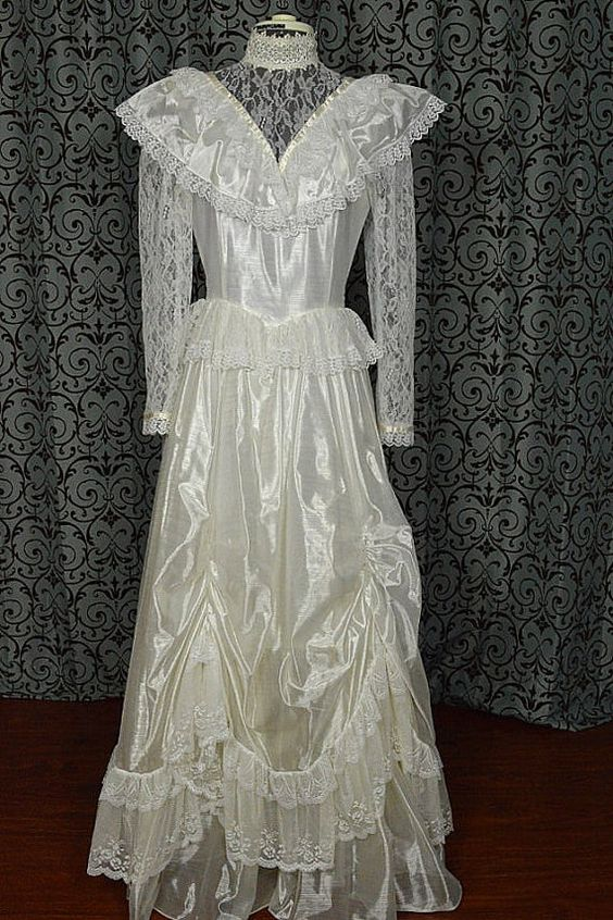 White 1980s Antique Country Shine Vintage Lace by VintageWedding1