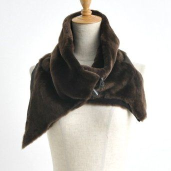 Gushlow & Cole snood with horn toggle fixings