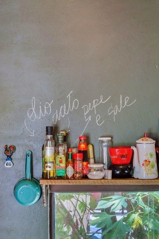 Improvise! Decorar com giz.   https://www.homify.com.br/livros_de_ideias/34191/easy-8-maneiras-de-decorar-sem-gastar