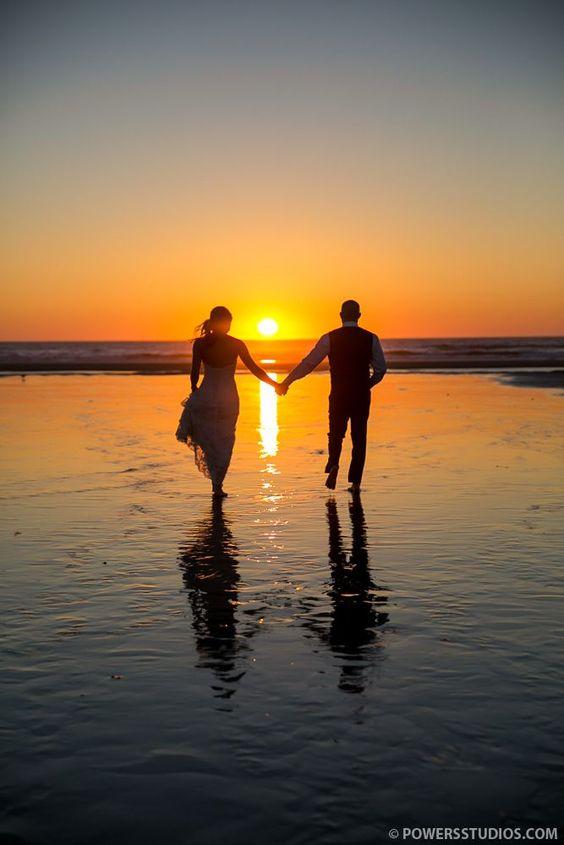 romantic sunset beach wedding photos