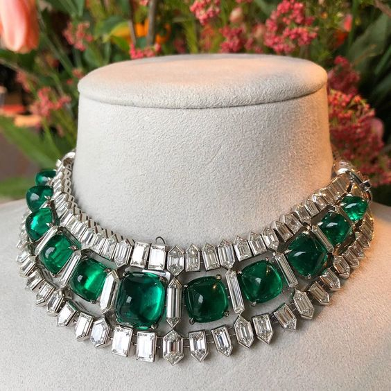 the magnificent emerald and diamond necklace (circa 1935) from The Collection of Hélène Beaumont.