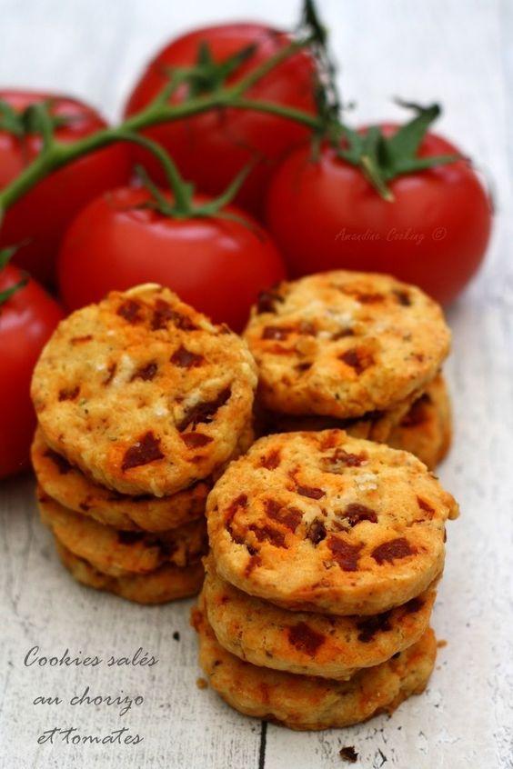 Car les cookies peuvent aussi être proposés en version salée, voici ces cookies aux tomates séchées et chorizo, qui promit ne feront pas long feu lors de l'apéro ;-) Je vous avais proposé il y a deux ans (déjà!) des sablés salés au parmesan et olives...