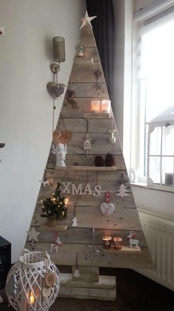 17 originales diseños para hacer un árbol de navidad con palets:
