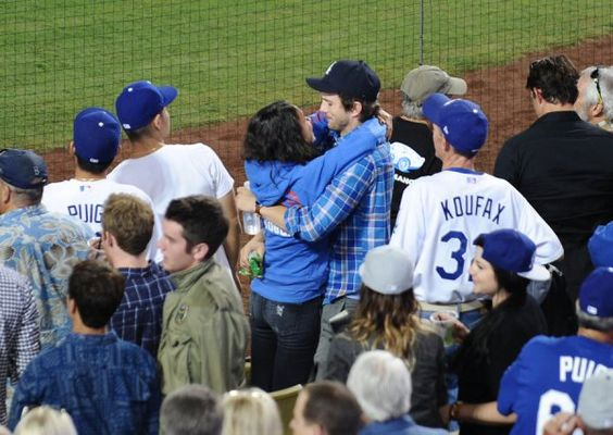 ashton-kutcher-mila-kunis-pda-kissing-baby-04