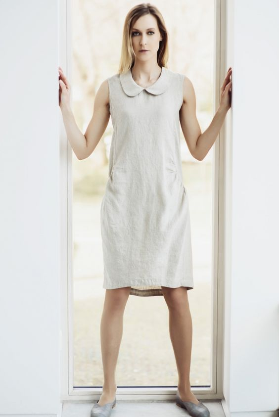 Zandbruine linnen jurk met ronde kraag