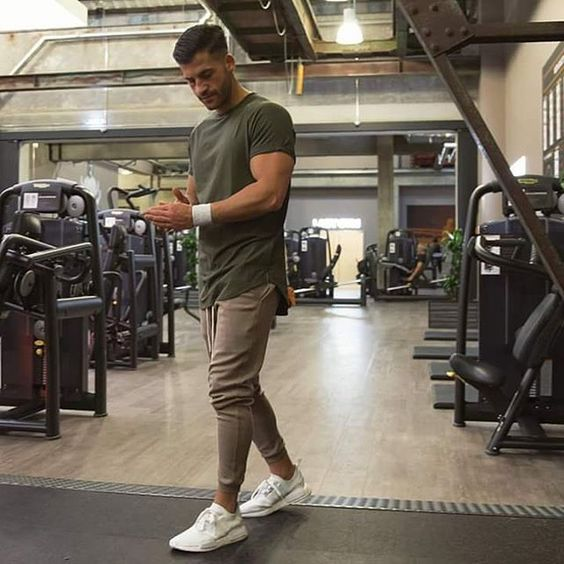 Gym Style: Kosta Williams (@kosta_williams) do blog The Modern Man ●● #GymStyle #KostaWilliams #GBlovers #GBinspira #ModaMasculina #BlogGossipBoy #TheModernMan #MusoReal #CrushReal #SummerStyle #BelezaMasculina #StreetStyle #HomemdeEstilo #Fashion #Menswear #Snapsave #OOTD #Blogs #TipoDeuso #GB GB❤    Curta Gossip Boy no Facebook! :