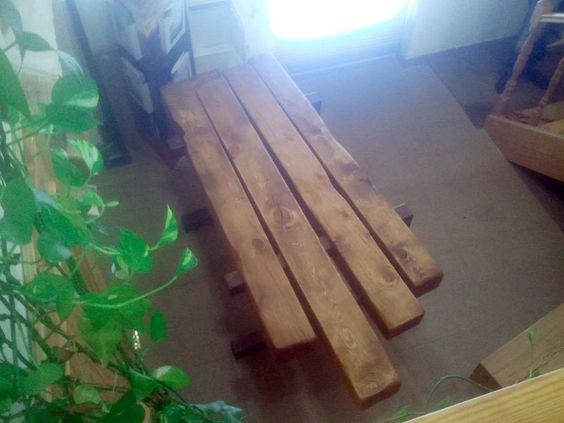 Mesa de madera de  vigas recuperadas en obra de pino del siglo xv / xvi (recuperadas en la Iglesia de Robledo de Chavela.)Diseño unico. Una sola unida